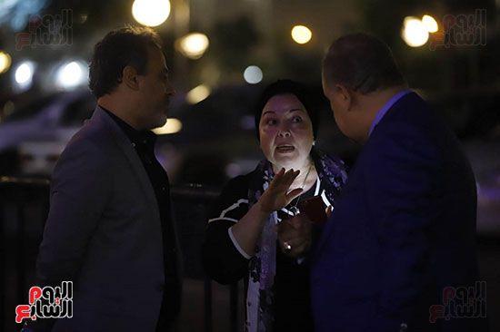 نورا اثناء حديثها إلى اشرف زكي