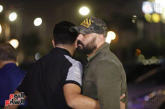 احمد صلاح حسني اثناء دخوله عزاء هيثم