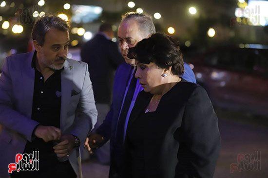 المشاهير يتوافدوا علي عزاء هيثم زكي