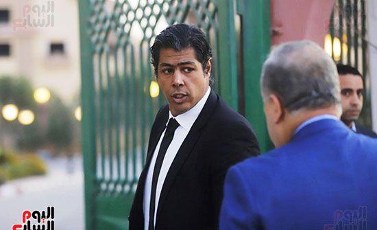 عمر مصطفي متولي من أوائل الموجودين فى العزاء