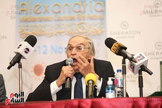 ندوة عزت العلايلى بمهرجان الاسكندريه (2)