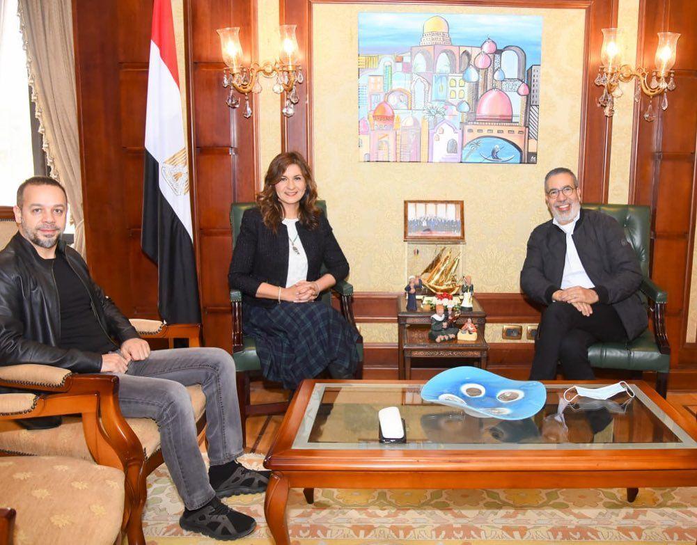 وزيرة الهجرة مع مدحت العدل وفاضل