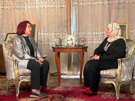 الزميلة زينب عبداللاه مع ابنة الباقوري (2)