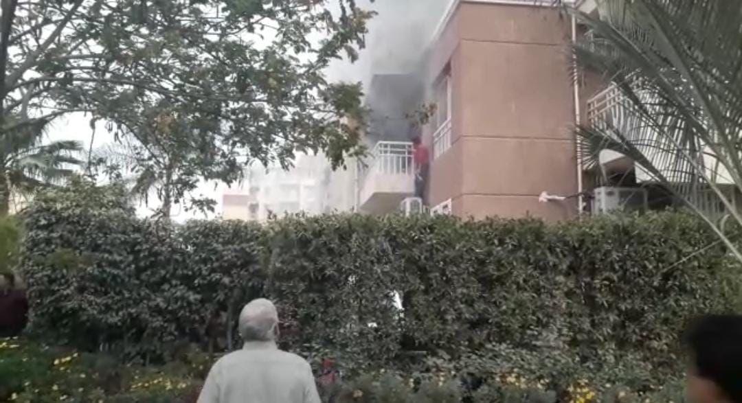 مطافئ مدينتي تسيطر على حريق بشقة