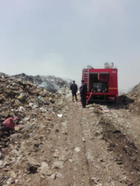 إطفاء اشتعال أكوام القمامة بالنقطة الوسيطة بالزقازيق (5)