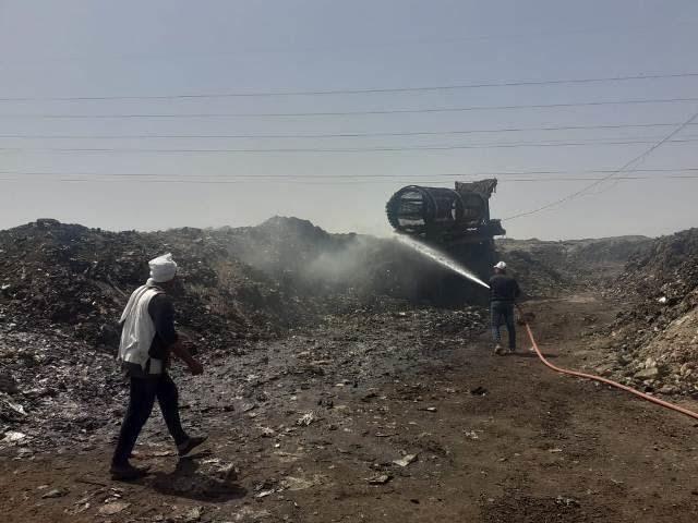 إطفاء اشتعال أكوام القمامة بالنقطة الوسيطة بالزقازيق (4)