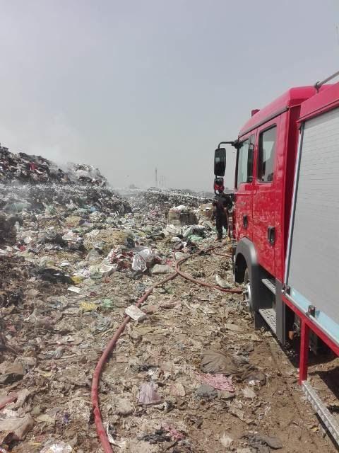 إطفاء اشتعال أكوام القمامة بالنقطة الوسيطة بالزقازيق (1)