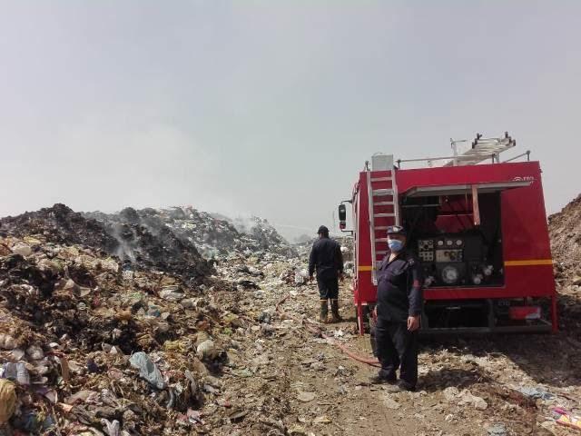 إطفاء اشتعال أكوام القمامة بالنقطة الوسيطة بالزقازيق (3)