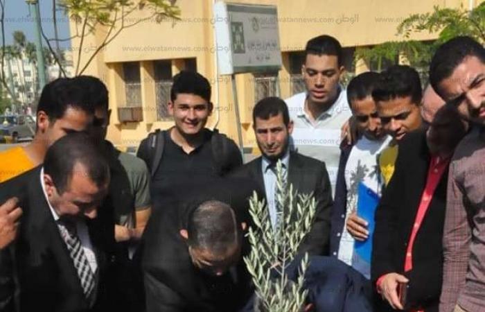 """اخبار السياسه صور.. دعم جامعة كفرالشيخ بـ500 شجرة مثمرة ضمن مبادرة """"هنجملها"""""""