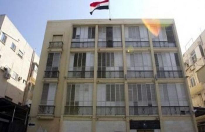 اتهامات فساد تحاصر السفارة اليمنية بالقاهرة.. القصة الكاملة لأزمة المنح الدراسية