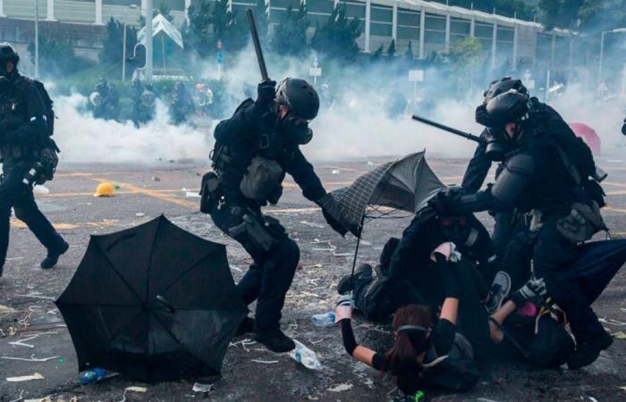 اخبار التقنيه آبل تضيق الخناق على محتجي هونغ كونغ