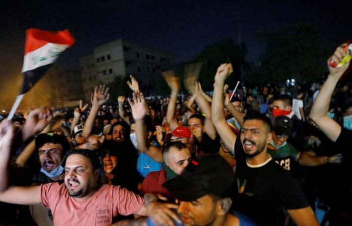مع سقوط 31 قتيلا و1188 مصابًا.. العراق يسارع للتهدئة ويقيل «ألف موظف فاسد»