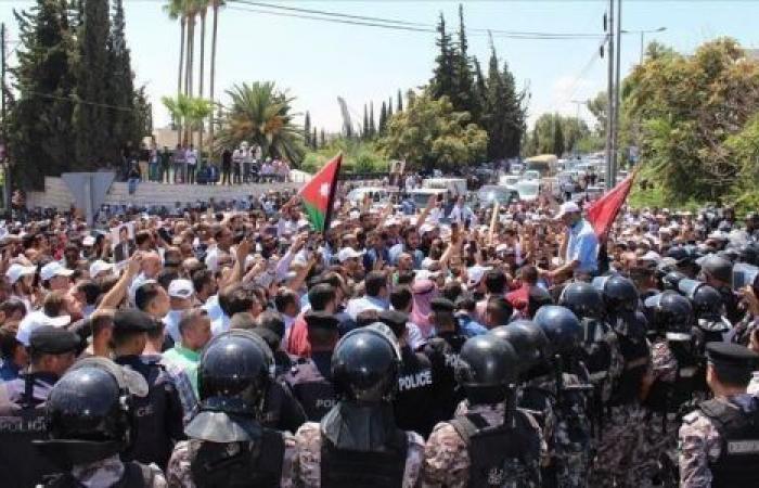 الطلاب يعودون للمدارس.. اتفاق ينهي أطول إضراب للمعلمين في تاريخ الأردن