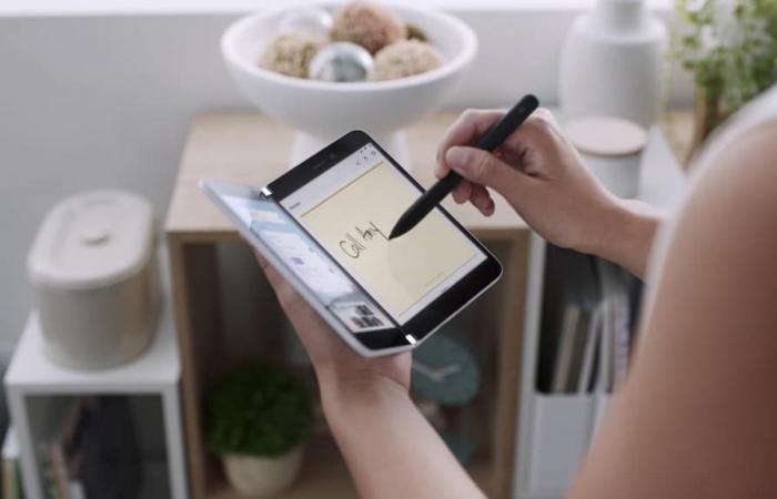 اخبار التقنيه هل سيتغلب هاتف Surface Duo على عيوب هاتف سامسونج Galaxy Fold؟