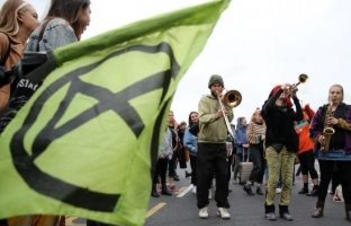 اخبار السياسه ارتفاع عدد معتقلي الاحتجاجات في بريطانيا إلى 276 شخصا بعد قطع الطرق