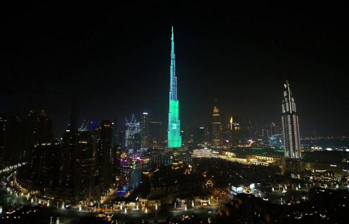 اخبار التقنيه سلسلة هواتف OPPO Reno 2 تتألق على أطول برج في العالم!