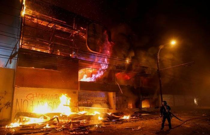 احتجاجات تحولت إلى «حرب» .. ما الذي يحدث في تشيلي؟