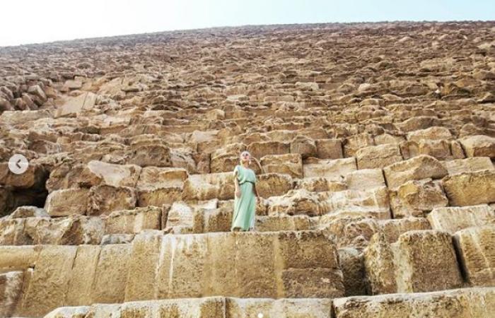 #اليوم السابع - #فن - من قلب الأهرامات.. كاتى بيرى تتغزل فى الحضارة الفرعونية فى عيد ميلادها الـ35