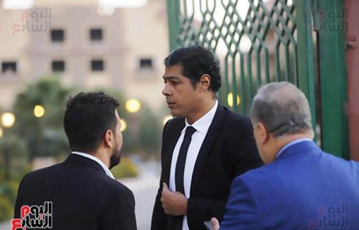 #اليوم السابع - #فن - صور.. بكاء سمية الألفى فى عزاء هيثم احمد زكي.. وأشرف زكى يساندها