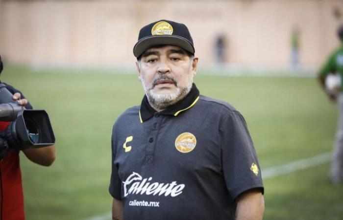 رياضة عالمية الثلاثاء مارادونا يستقيل من تدريب خيمناسيا