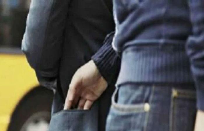 الوفد -الحوادث - أمن القاهرة يضبط مسنة وابنتها تسرقان المواطنيين بأسلوب النشل بالجمالية موجز نيوز