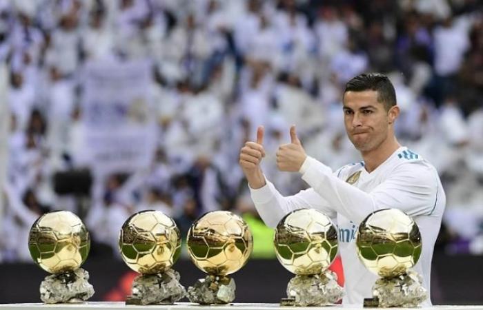 """رياضة عالمية الثلاثاء كيلليني: ريال مدريد """"منع"""" رونالدو من الفوز بـ""""بالون دور"""""""