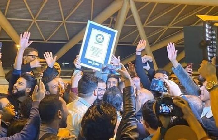 #اليوم السابع - #فن - صور.. استقبال حافل لـ تامر حسنى بمطار القاهرة بعد دخوله موسوعة جينيس