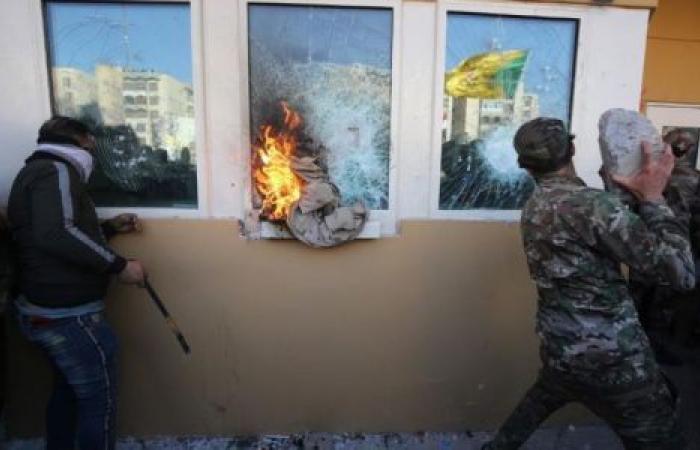 «تحذير السفر».. خطوة أمريكية ثالثة بعد الهجوم على سفارتها بالعراق