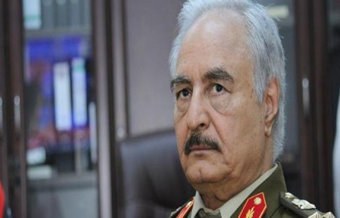 لبحث وقف إطلاق النار في ليبيا.. «حفتر» يصل موسكو