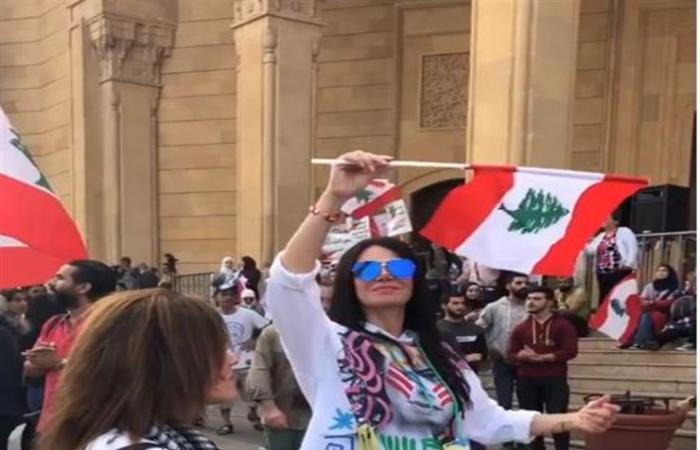 كمامات وأحذية رياضية.. هدايا عيد الحب في لبنان على وقع التظاهرات