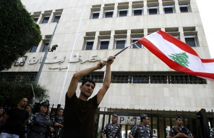 الإغلاقات تتزايد.. أزمة لبنان الاقتصادية تلقي 25 ألف موظف في الشارع