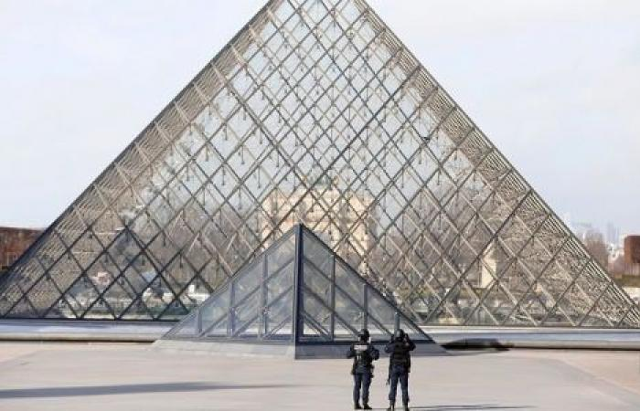 كورونا يواصل الانتشار في أوروبا ويغلق أبواب اللوفر في فرنسا