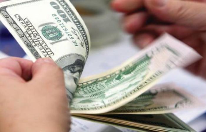 فيديو| قفز 6 قروش.. تعرف على سعر الدولار الثلاثاء 10 مارس