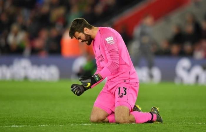 رغم قرار ليفربول.. أليسون يكشف أسباب التوجه إلى مقر التدريبات يوميًا
