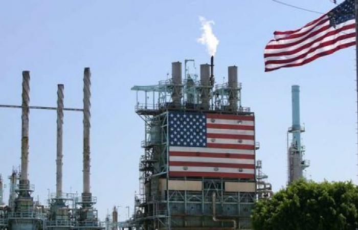 أزمة أسعار النفط تتفاقم.. والخام الأمريكي يشهد أكبر خسارة أسبوعية منذ حرب الخليج