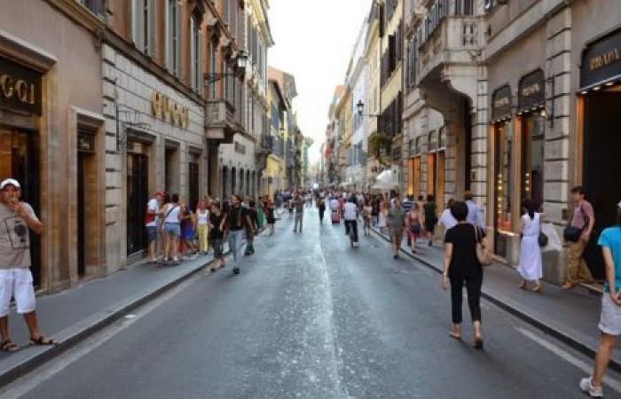 «كورونا» يجبر إيطاليا بوقف كافة الأنشطة التجارية غير الضرورية