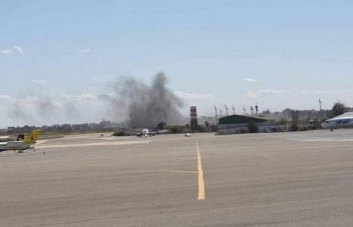 ليبيا.. ما حقيقة قصف حفتر لمطار معيتيقة؟