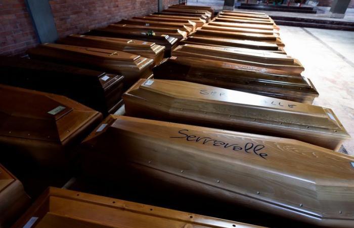 صور | إيطاليا تكافح لدفن موتاها.. توابيت الضحايا تتراكم