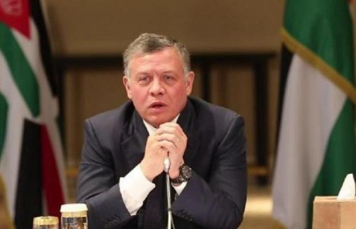 عاهل الأردن يوجه حكومته باستئناف العمل بمواقع الإنتاج تدريجيًا