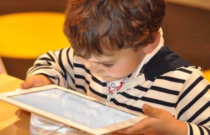 اخبار التقنيه الأمم المتحدة تحذر من خطر زيادة استخدام الأطفال للإنترنت بسبب كورونا