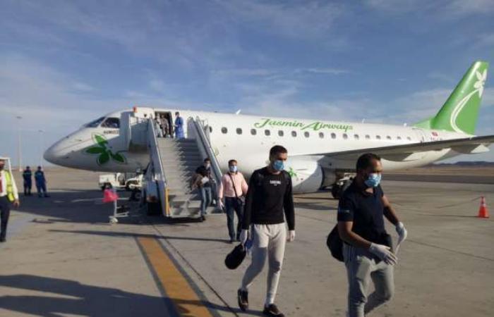 اخبار السياسه مطار مرسى علم يستقبل طائرة تقل 32 مصريا من العالقين بتونس