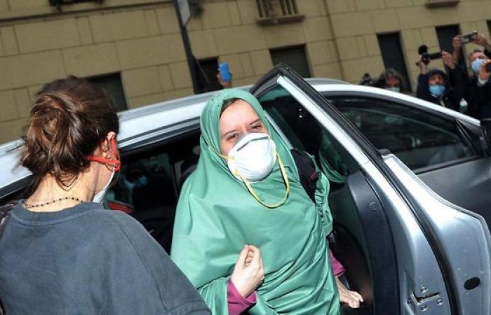 أسلمت بعد اختطافها بالصومال.. متشددون إيطاليون يهددون «رومانو» بالقتل