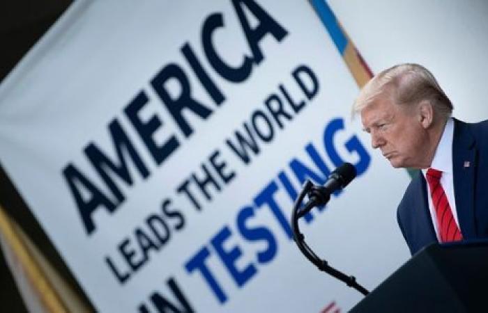 سياسي: ترامب يخير الأمريكان بين الموت الجماعي والكساد الكبير