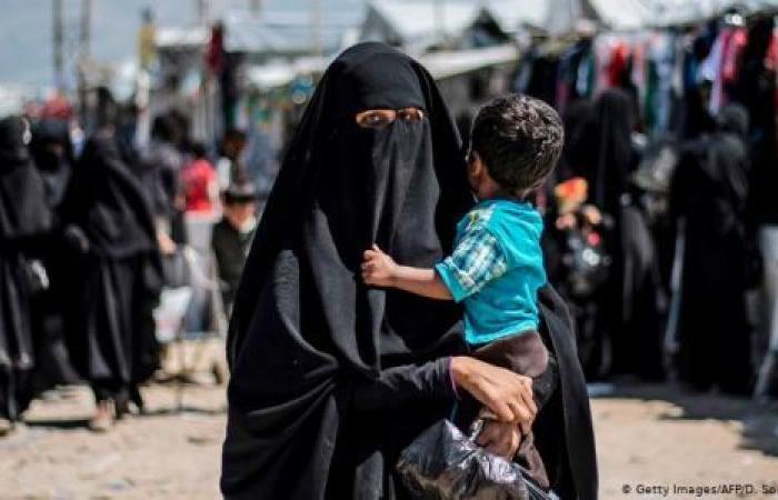 صوت أمريكا: معتقدات نساء داعش تنذر بتفشي كورونا في مخيم للاجئين