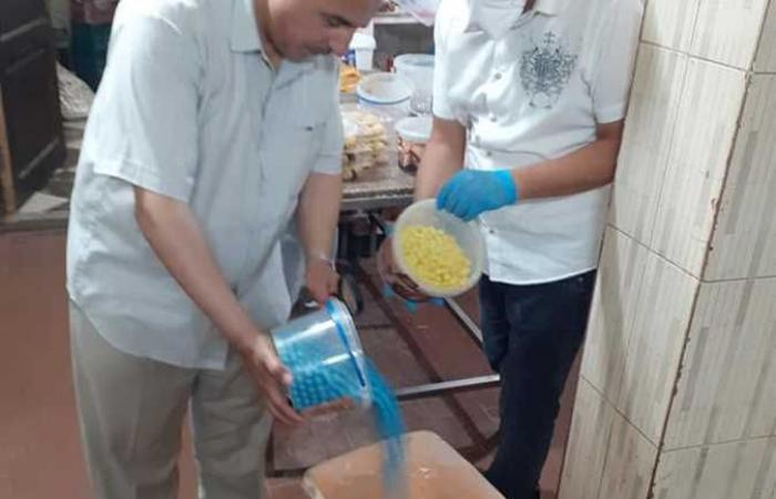 المصري اليوم - اخبار مصر- إغلاق منشأتين غذائيتين وإعدام كمية من الأغذية الفاسدة بشمال سيناء (صور) موجز نيوز