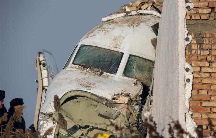 #المصري اليوم -#اخبار العالم - تحطم طائرة ركاب باكستانية تقل 107 أشخاص أعلى منطقة سكنية (فيديو) موجز نيوز