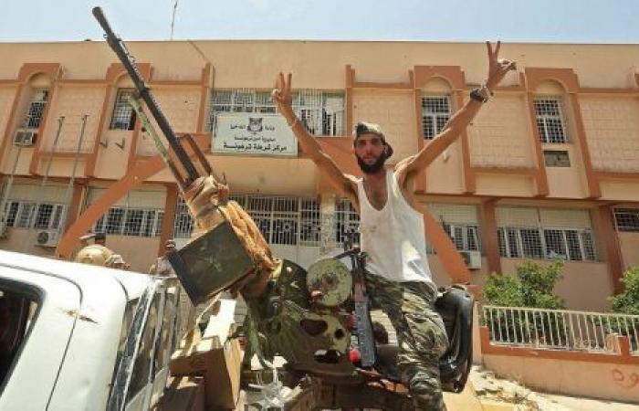 بلومبرج: هزائم حفتر سر قبوله مبادرة إنهاء الصراع