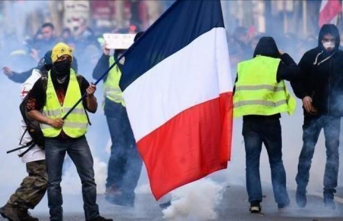 عودة «ثلاثاء الغضب».. موظفو الصحة يحتجون على الرواتب بفرنسا