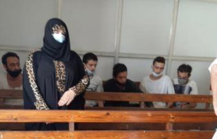 #اليوم السابع - #حوادث - الممثلة عبير بيبرس المتهمة بقتل زوجها تظهر بالكمامة بجلسة تجديد حبسها