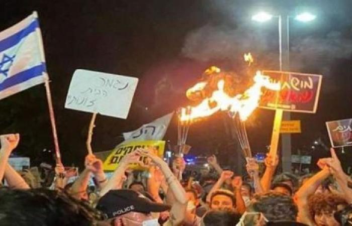 جارديان: الاحتجاجات قد تحطم غرور نتنياهو.. لكن سلطته مستمرة